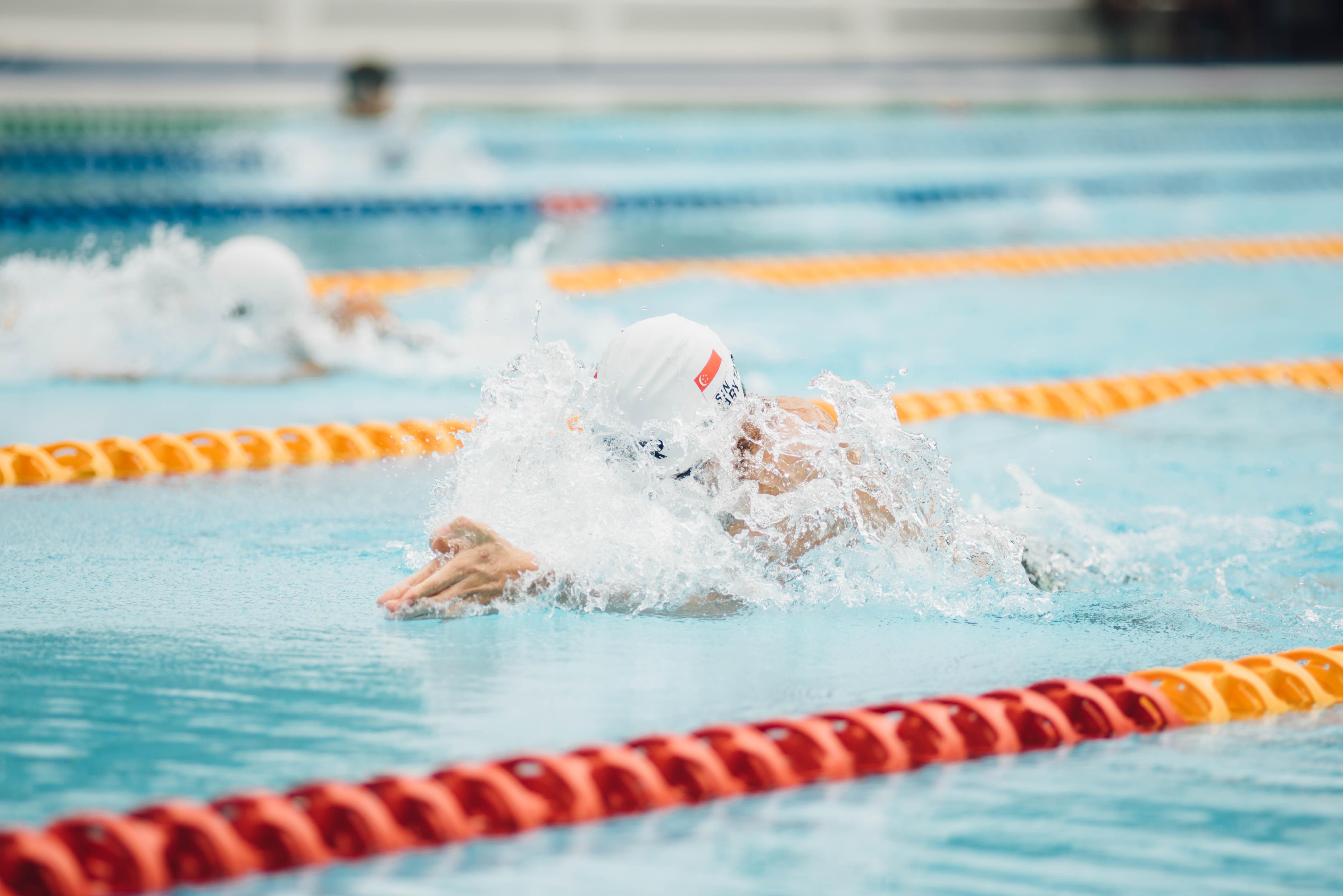Wie man anfängt zu schwimmen, um Gewicht zu verlieren