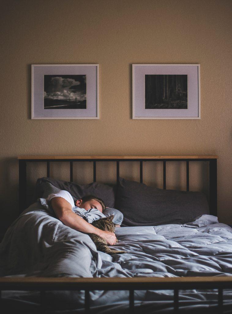 HWS - schonende Schlafposition auf koerperfett-analyse.de
